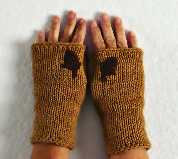 Don't you just love these acorn fingerless mitts from etsy.com/shop/Nothingbutstring